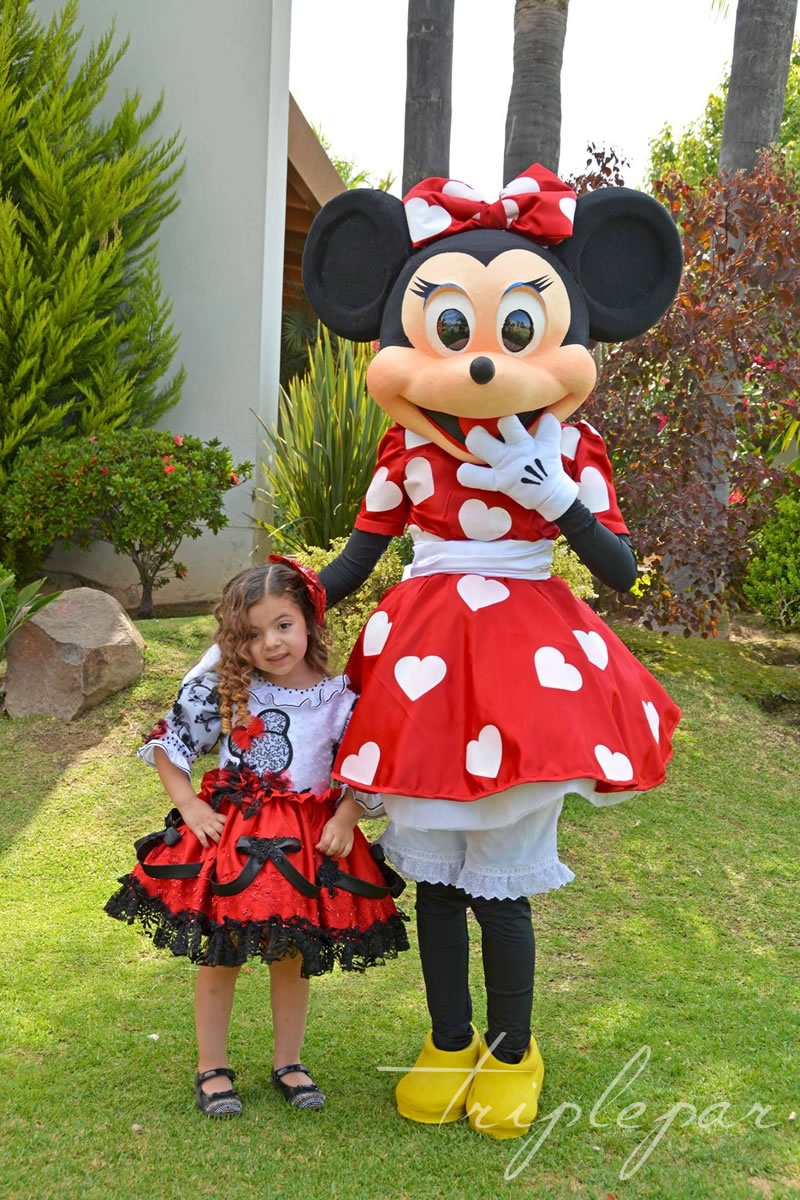 Sofia y Minnie Mouse