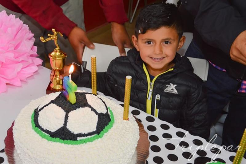 Santiago y su pastel